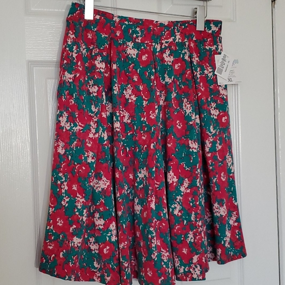 Lularoe NWT Madison XL Skirt w/ hidden unicorns 🦄